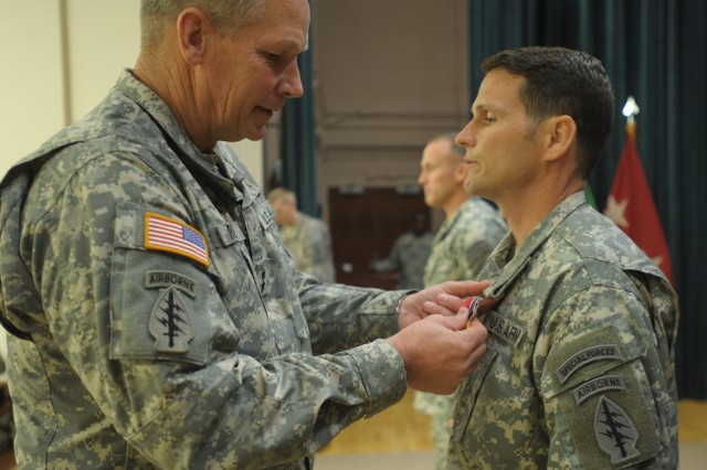 Special Forces Soldiers receive medals for valor