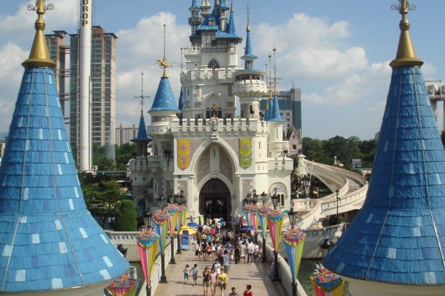 Lotte World, a very large theme park in Seoul, attracts Soldiers and their Families.
