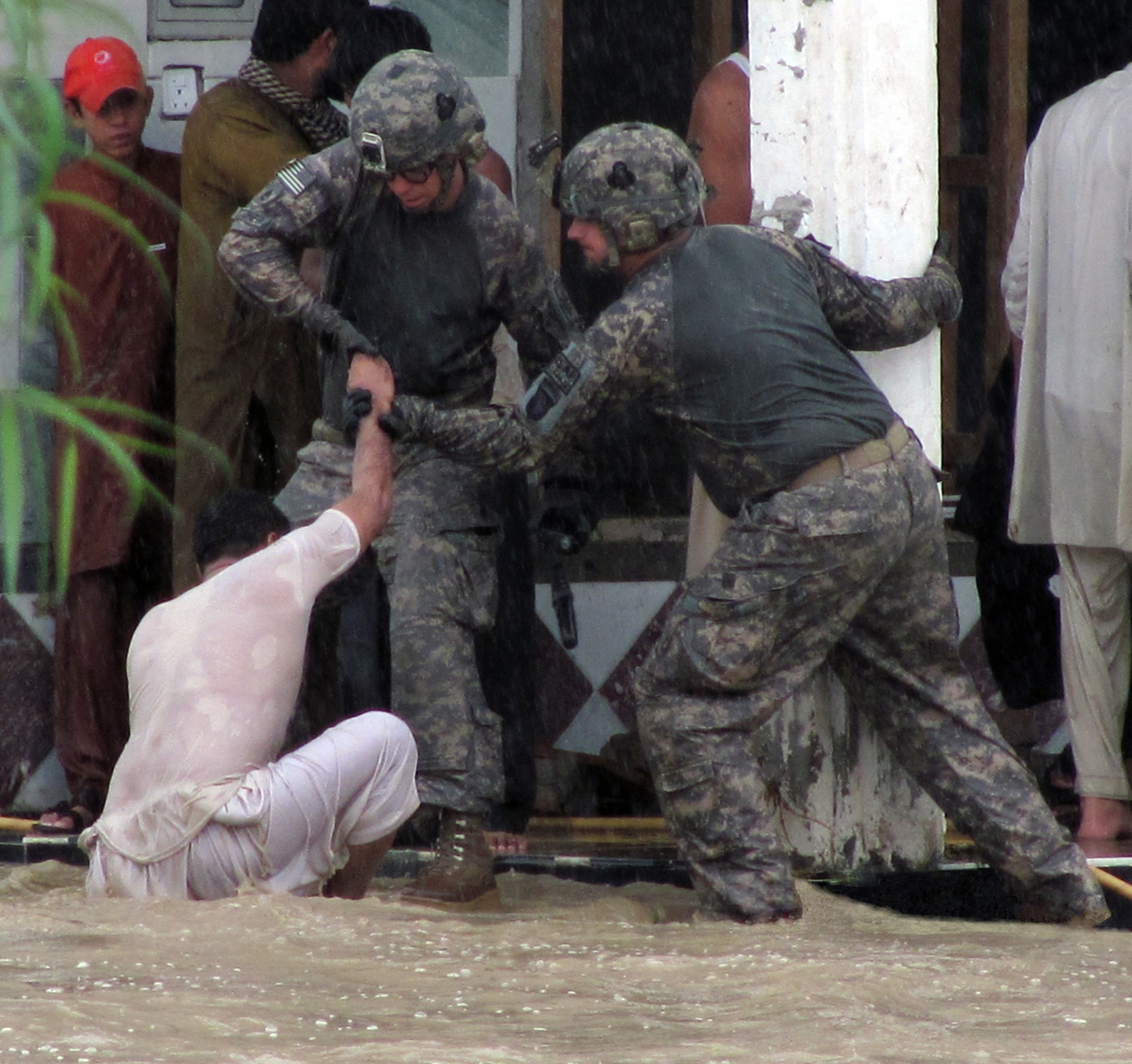 u s military in responds to flood catastrophe