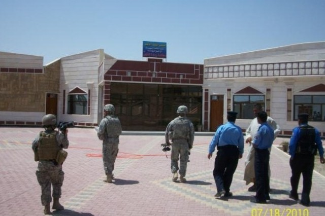Soldiers from Headquarters and Headquarters Troop, 3rd Brigade Combat Team, 4th Infantry Division and Iraqi Police examine the newly constructed courthouse in Al Fajir, Dhi Qar Province.