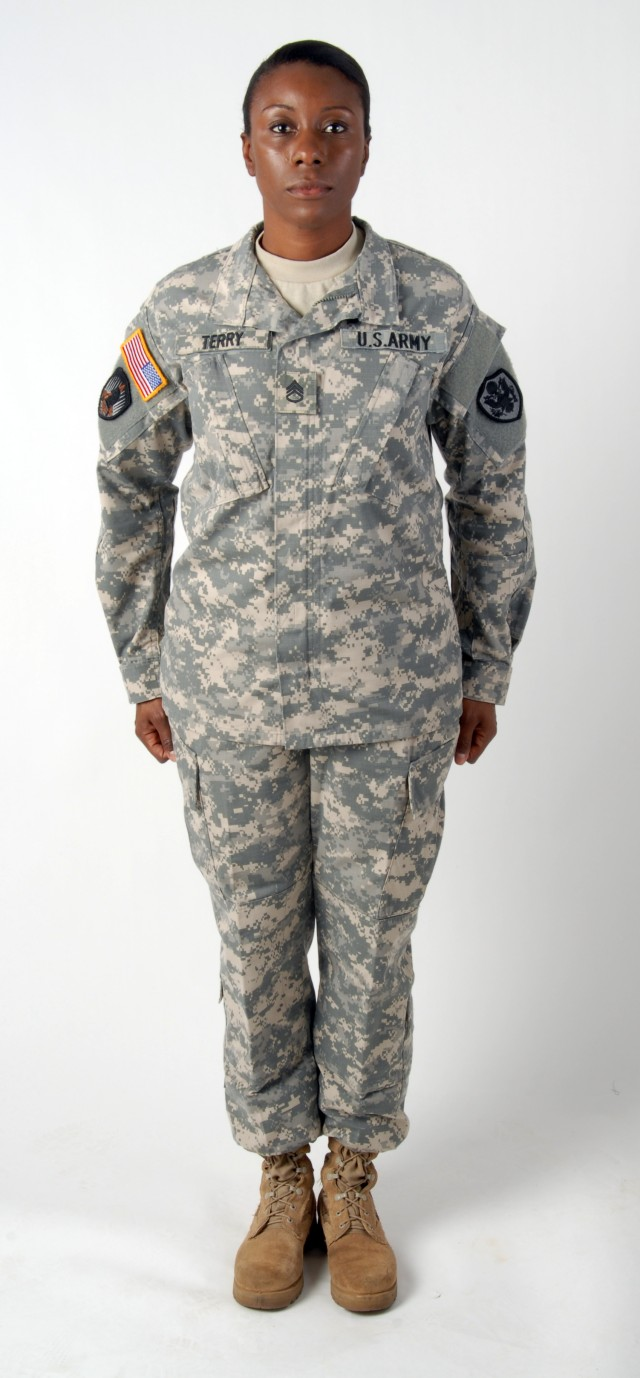 Army Combat Uniform may have female-only version in 2014