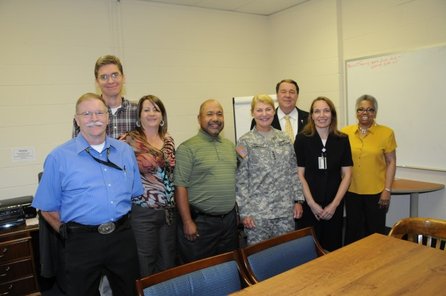 Gen. Dunwoody visits with the G-6 office