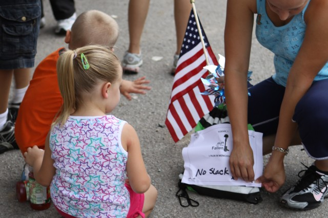 Community runs to honor fallen heroes