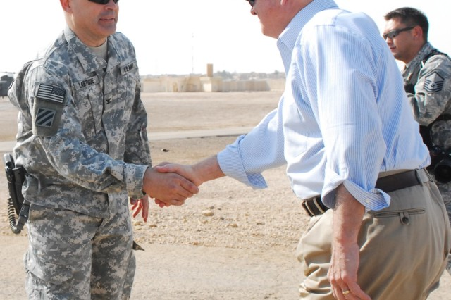 Colonel Lou Lartigue, commander of the 4th AAB, 3rd ID, USD-C, welcomes U.S. Secretary of Defense Robert Gates at Camp Ramadi, Iraq, Sept. 1.