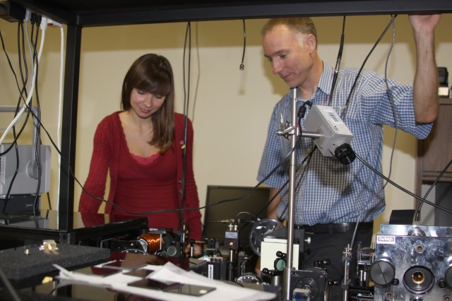 Physicists Collaborate at atomic level to find better ways to navigate