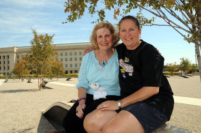 Pentagon memorial draws visitors day, night, year round