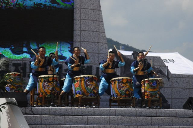 "The 2nd Operations Command drum band performs ""the Beat of Victory"" during the welcoming ceremony for the 60th Korean War anniversary at Nak-dong River Sept. 3."