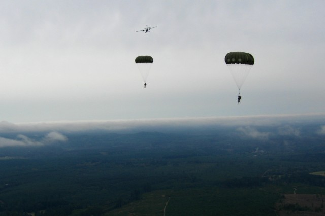 Soldiers of 1st Special Forces Group (Airborne) conduct an airborne operation at Sanderson Drop Zone near Olympia, Wash. Sept. 15, 2010. (U.S. Army photo by CW3 Alexander Weeks)