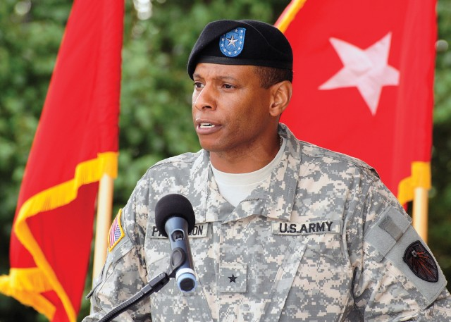 New commanding general takes charge of 7th Signal Command
