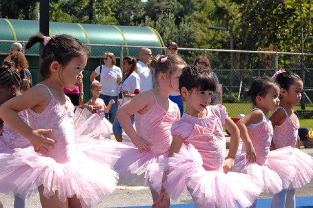 SKIES Unlimited perform ballet demonstration during the Days for Kids at the Child Development Center parking lot Sept. 25. (U.S. Army photo by Pfc. Hong Moo-sun)
