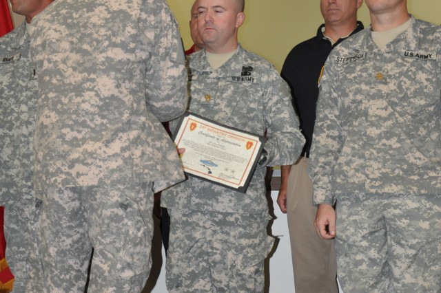 25th ID commanding general recognizes Soldier's role in the MRX