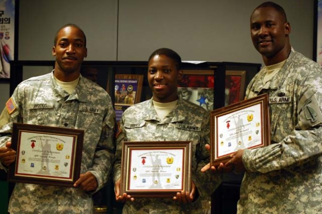 Military Information Support Soldiers receive supply excellence award