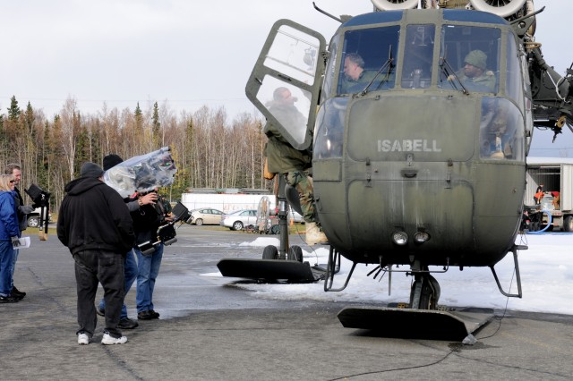 Guard stand-in climbs into Skycrane