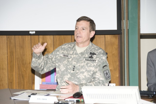 Army leadership discusses today's issues with Army War College students