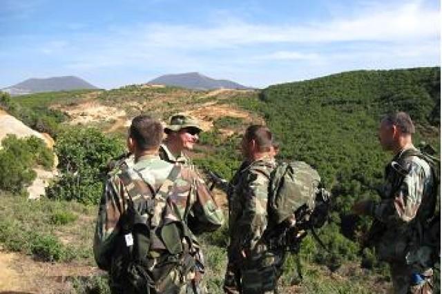 Commandos conducting two-man breaking corners drills.