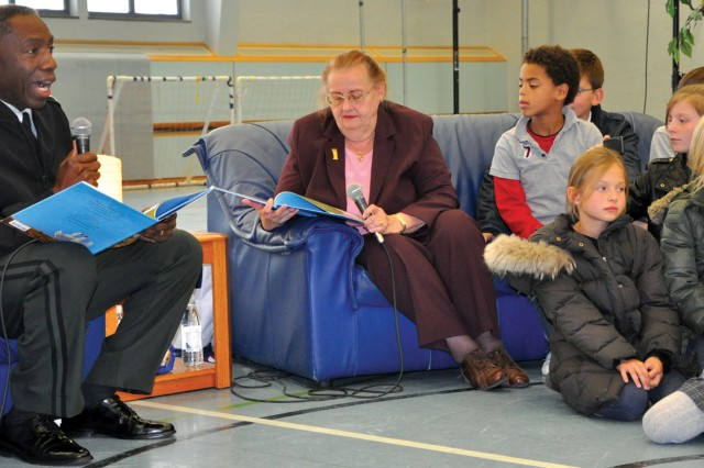 Star of children's tale shares with Stuttgart youngsters