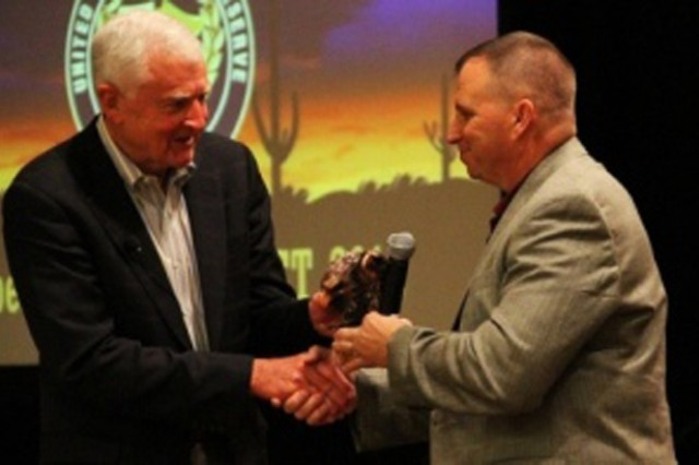 Retired Army General Dennis J. Reimer (left), former Chief of Staff of the Army, thanks Lt. Gen. Jack C. Stultz (right) and members of the audience attending the Army Reserve Senior Leader Conference in Phoenix Oct. 17. This bi-annual conference gives leaders the opportunity to discuss and plan the Army Reserve\'s future.
