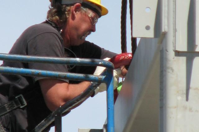 Blue Grass Chemical Agent-Destruction Pilot Plant worker assists in receiving and placing the Energetics Neutralization Reactors.