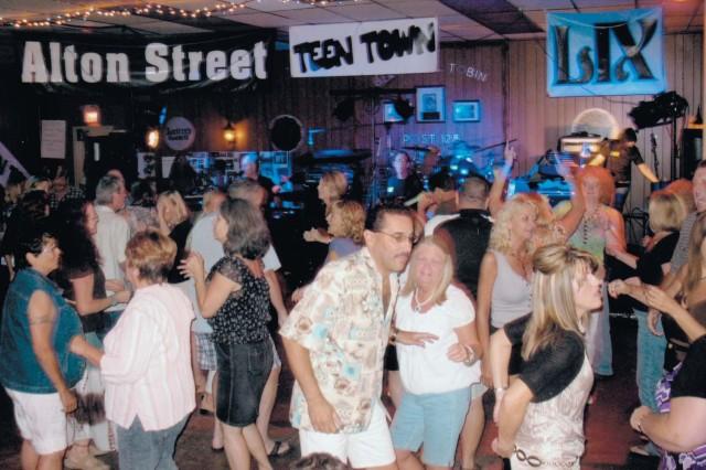 Teen Towners reunite in Aberdeen