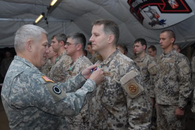 Latvian soldiers receive valorous awards, CIBs at Saber Strike '11
