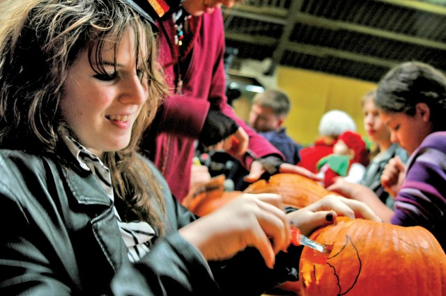 1st Armored Division families enjoy day of traditional fun at Pumpkin Patch Festival