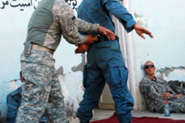 ISAF personnel train with Afghan National Police