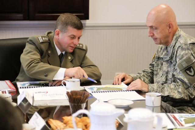 Polish officers visit APG