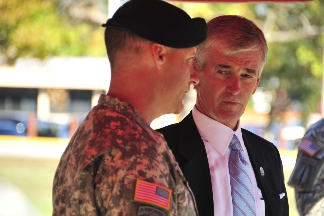 The Secretary of the Army visits the Special Operations Community