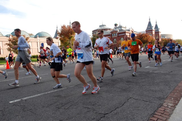 Runners make their way down Independence Avenue during the Army Ten-Miler here Oct. 24. U.S. Army South soldiers joined their partner-nation Brazilian army brethren and 30,000 other runners to compete in the U.S. Army's premiere running event. (Photo by Robert Ramon, U.S. Army South Public Affairs Office) / RELEASED