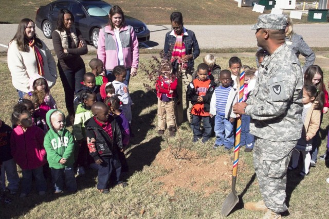 Depot planting ceremony demonstrates ACS support for Families