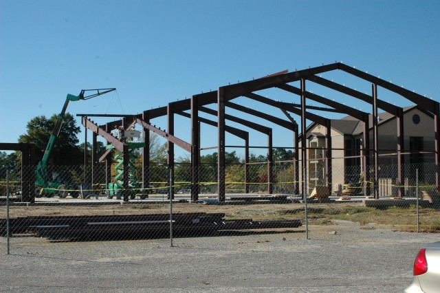 "(FORT BRAGG, N.C. - 10 NOV 2010) The new, state-of-the-art Army Ground Forces Band building is progressing with half of the ""red iron"" beams already in place and the other half due by the end of the week. The band will move to Fort Bragg with Headquarters, U.S. Army Forces Command (FORSCOM), the summer of 2011, in accordance with the 2005 Base Realignment and Closure legislation. The AGFB falls under the operational control of FORSCOM."