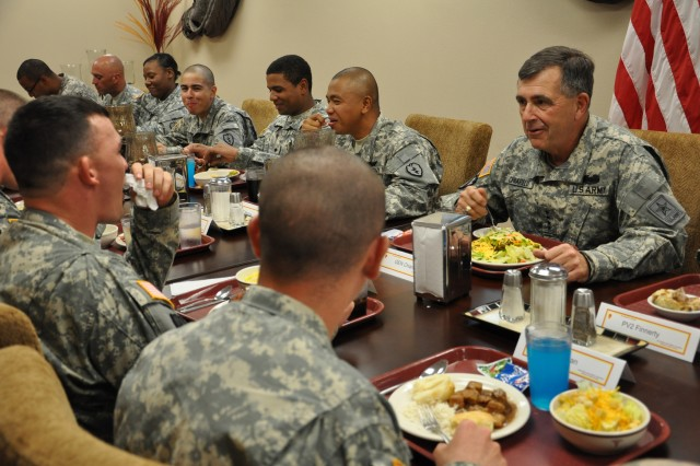 FORT SHAFTER, Hawaii--Gen. Peter W. Chiarelli, Vice Chief of Staff of the Army, visited troops and leaders at U.S. Army, Pacific Headquarters on Fort Shafter and Schofield Barracks, Hawaii on Tuesday, Nov. 14.