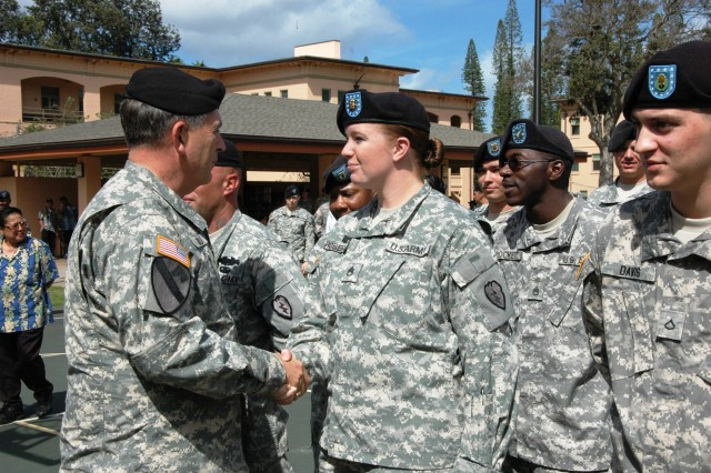 General Peter W. Chiarelli, Vice Chief of Staff of the Army, shakes the hand of Staff Sgt. Melissa Roberts, from Headquarters and Headquarters Troop, 2nd Squadron, 6th Cavalry Regiment, 25th Combat Aviation Brigade, during a visit with Soldiers across the Tropic Lightning Division at Schofield Barracks, Nov. 16.