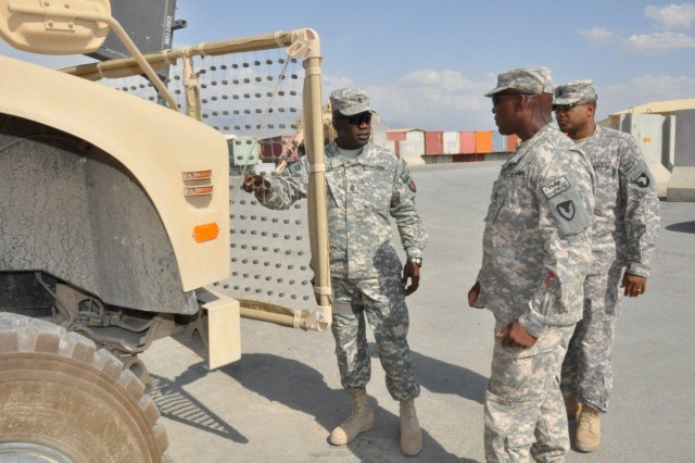Command Sgt. Maj. Hill Visits the 401st