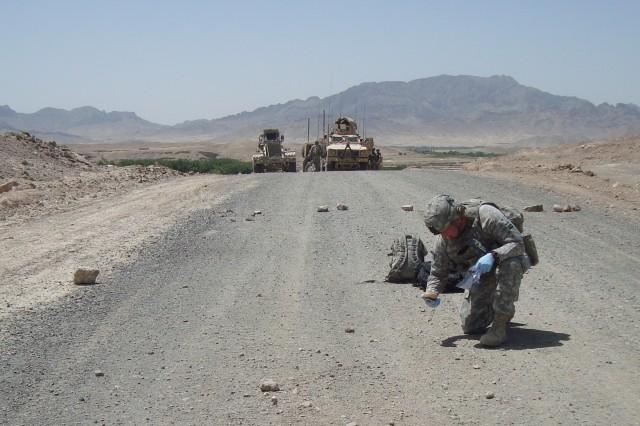 Civilian honored for counter-IEDAca,!E+efforts