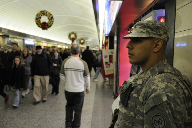 New York National Guard on duty in 'Big Apple' during busy Thanksgiving travel period