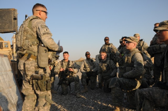 PATROL BASE MINDEN, Iraq-1st Lt. John Nikiforakis, of West Swanzey, N.H, briefs his platoon from Troop B, 4th Sqdn., 4th Cav. Reg. before conducting a patrol to a Department of Border Enforcement outpost along the Iranian border.  Cavalry troops from 3rd AAB, 4th Inf. Div. conduct frequent training with DBE troops as part of the advise, train and assist mission in Iraq.