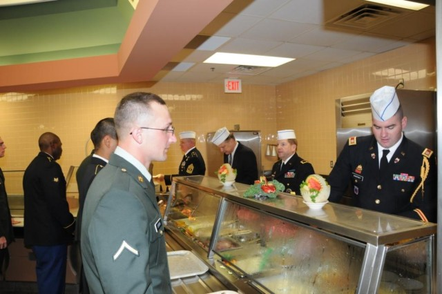USASAC senior leaders serve Thanksgiving to Soldiers