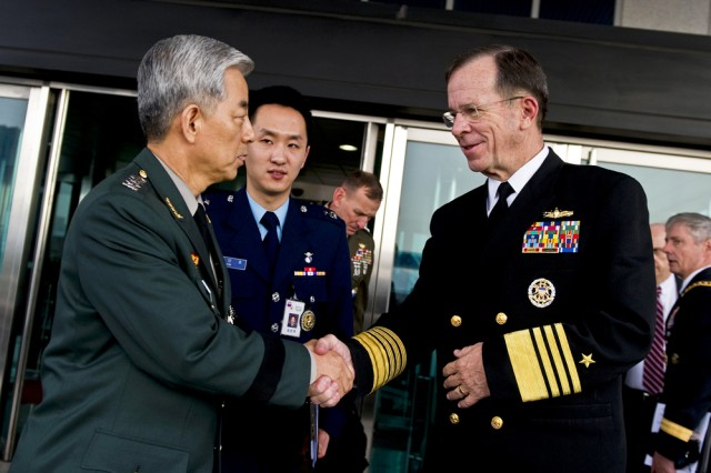 U.S. Navy Adm. Mike Mullen, chairman of the Joint Chiefs of Staff, thanks Gen. Han Min-koo, chairman of the South Korean Joint Chiefs of Staff, after meetings in Seoul, South Korea, Dec. 8, 2010. Mullen traveled to South Korea to meet with defense officials to reassure the strength of the U.S.-South Korean alliance in light of recent tensions with North Korea.