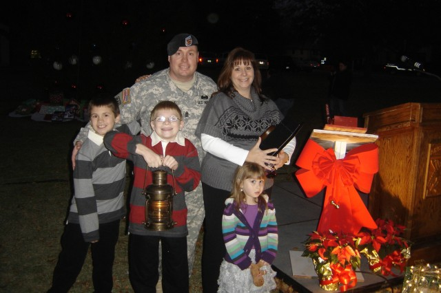 Fort Bragg 2010 Family of the Year light post Christmas tree