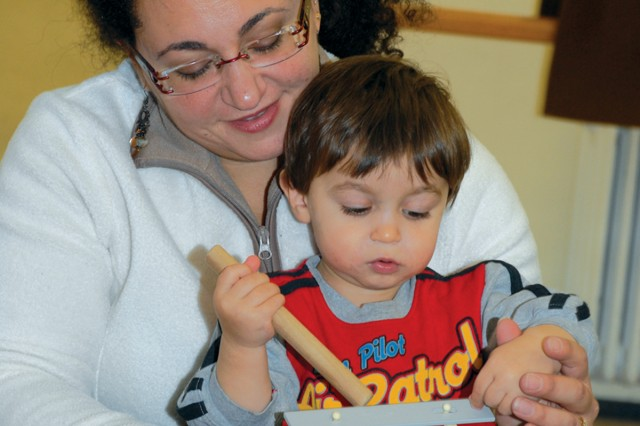 Kindermusik: Music, rhythm classes for young children give moms, tots special time to bond