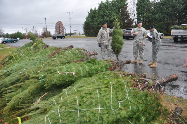 APG troops receive holiday trees