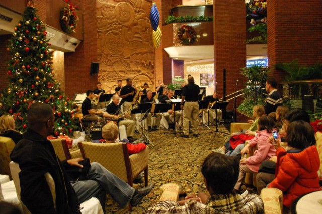 Ensemble jazzes up holiday season in South Korea