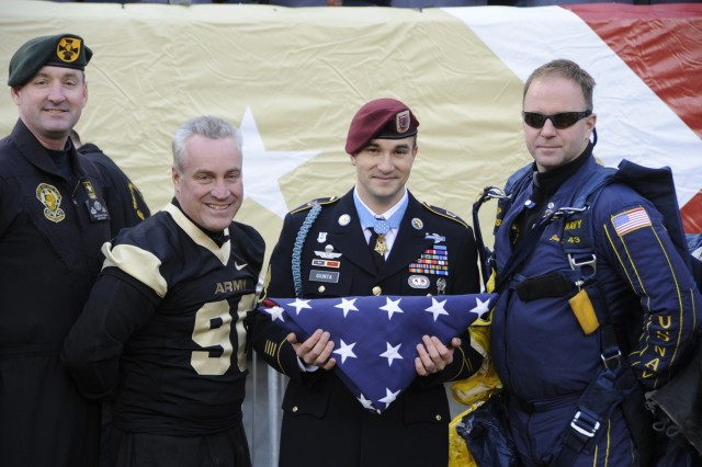 Staff Sgt. Salvatore Giunta get the game flag