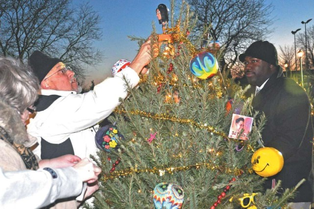 Community comes out for holiday fest