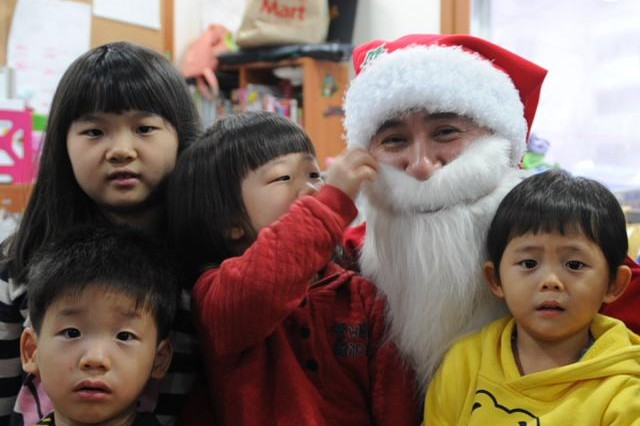 Soldiers deliver holiday cheer to Korean orphanage