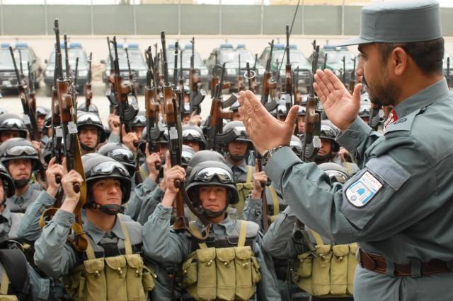 Brig. Gen. Ahmed Fahim Qayem, Central Unit commander, inspires his men Dec. 30.