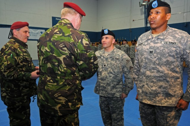 """Romanian Land Forces Maj. Gen. Alexandru Rus presents an award to Lt. Col. Rafael Pardes, of 1st Battalion, 4th Infantry Regiment, during 1st Battalion, 4th Infantry Regiment's """"Completion of Mission"""" ceremony in the Post Gym at U.S. Army Garrison Hohenfels, Germany, Jan.  13, 2010."""