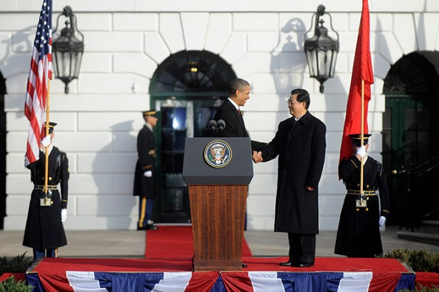 Obama shakes hands with Hu at the White House