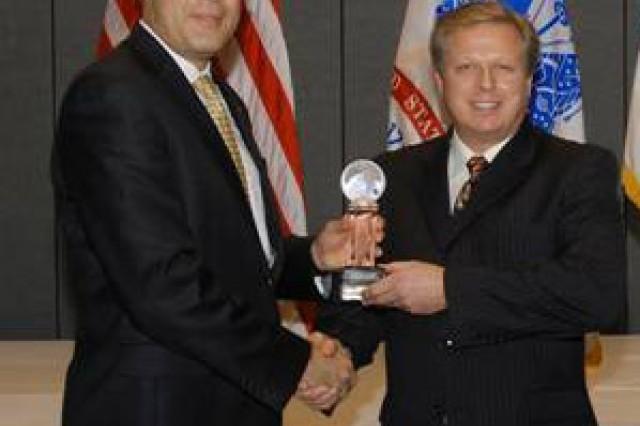 NSRDEC team wins Army award